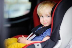 Такси минивэн с детскими креслами